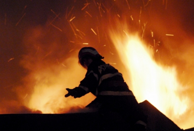 incendiu pompier flacari